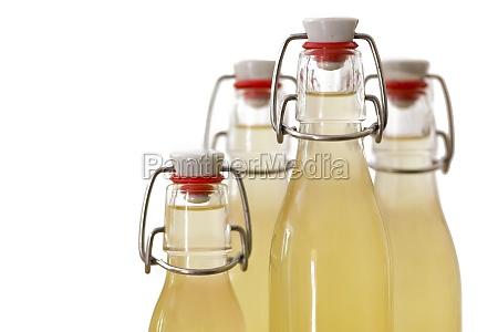 bere bottiglia bottiglie pieno sciroppo ubriaco