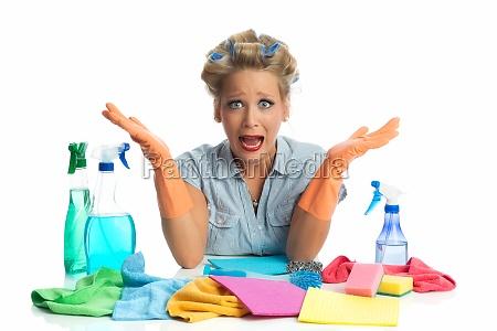 domestica donna delle pulizie panno della