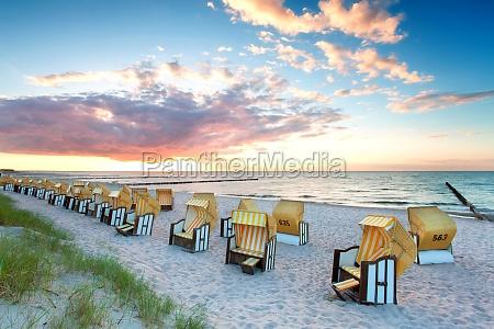 tramonto sulla spiaggia mar baltico