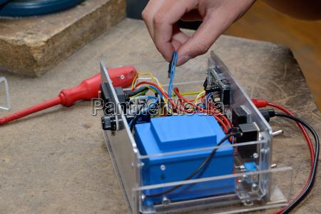 elettronica fare artigianato componenti fili condensatore