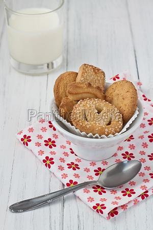 legno biscotto latte scodella tovagliolo prodotti