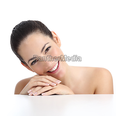 bellezza donna con perfetta pelle manicure