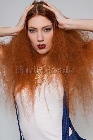 moda pettinatura lungo taglio di capelli