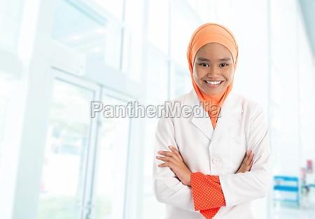 infermiera musulmana in ospedale