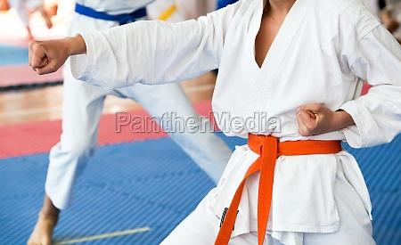 combattimento guerra formazione training karate punzone