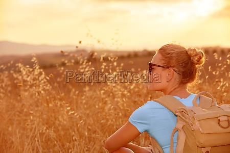 godersi il campo di grano al