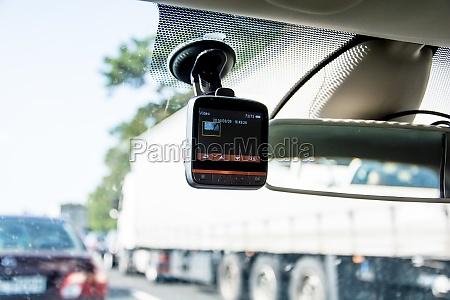 registratore video auto instaled sulla finestra