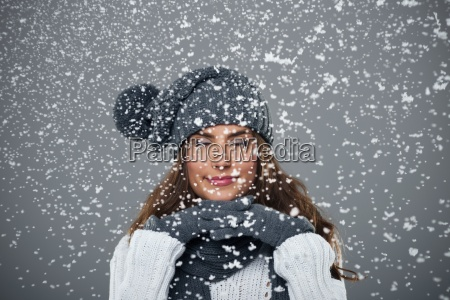 bella, giovane, donna, gode, prima, neve - 12112760