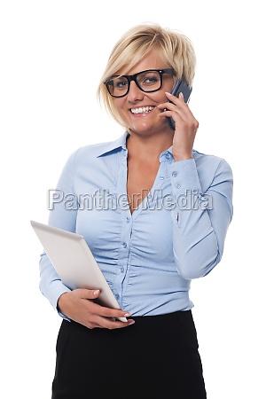 donna, d'affari, sorridente, con, telefono, cellulare - 12112500