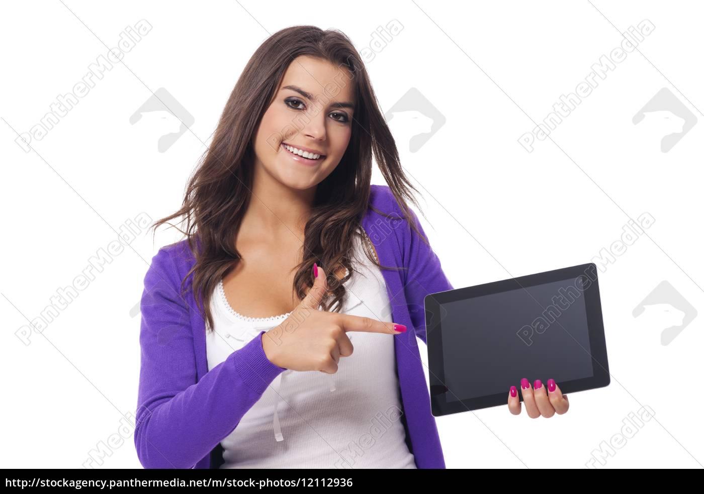 donna, sorridente, che, punta, sullo, schermo - 12112936