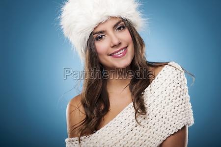 ritratto, di, bella, donna, d'inverno, sorridente - 12112644