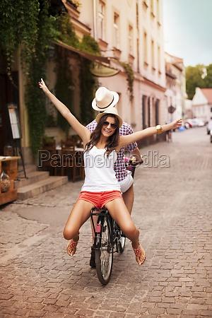 felice, giovane, donna, in, bicicletta, con - 12114908