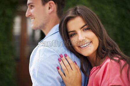 ritratto, di, bella, donna, che, abbraccia - 12114768