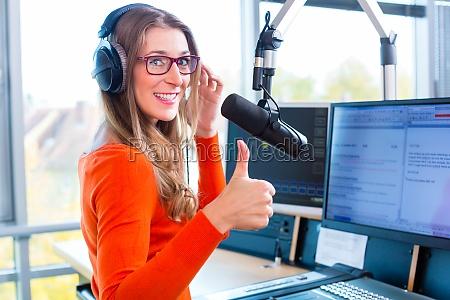 radio host su stazioni radio in