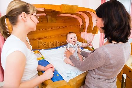 ostetrica infantile esaminato