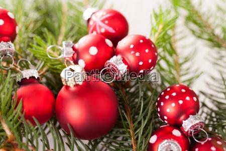 bellissime palline rosse di natale con