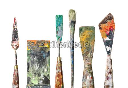 scatola di pittura diversa e pennello