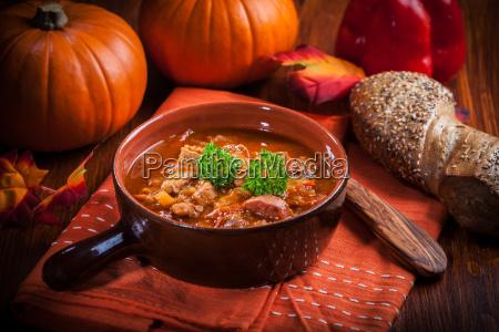 zuppa di goulash ricca di gourmet