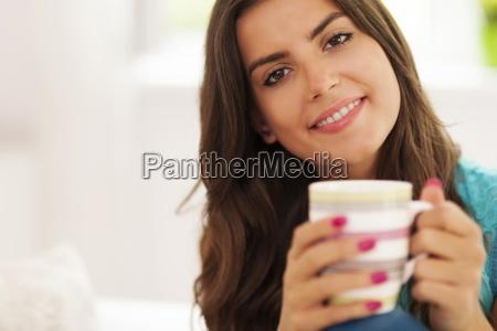 bella, donna, sorridente, con, tazza, di - 12352142