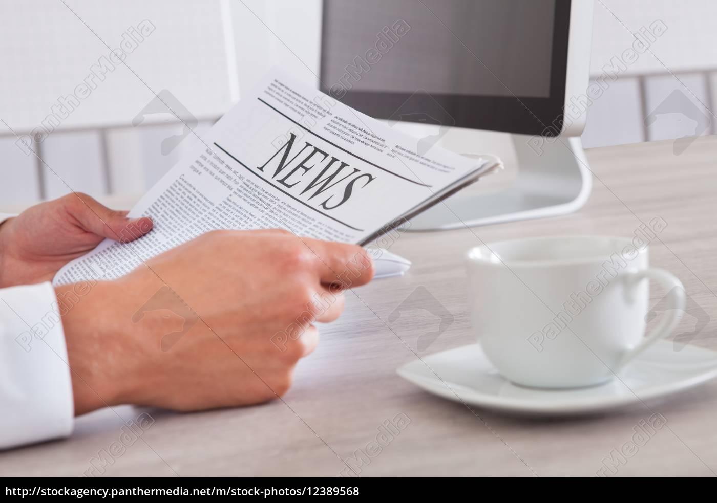 man, holding, newspaper - 12389568