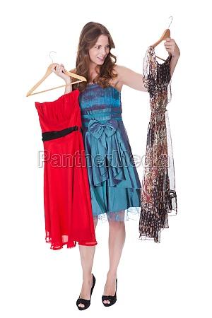modello di moda con scelta di