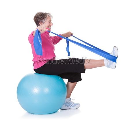 attrezzature per lesercizio da donna senior
