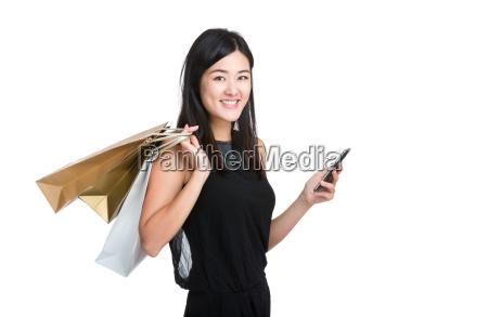 telefono cellulare asiatico della tenuta della