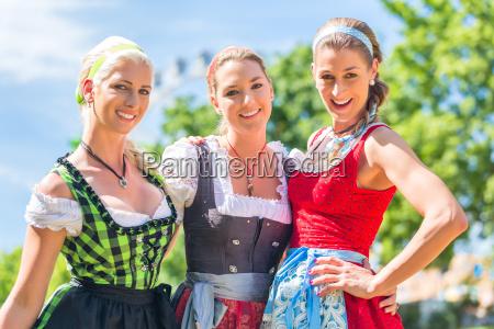 freundinnen, besuchen, , volksfest, haben, spaß - 12461308