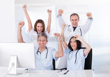 gruppo di happy doctors
