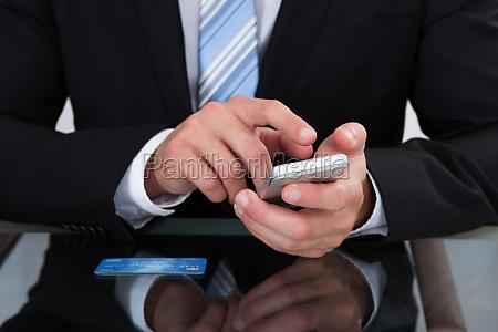 telefono mano mani scrivania primo piano