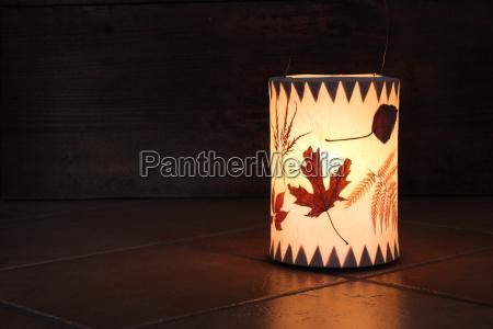 lanterna con foglie per san martino