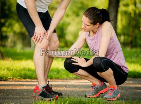 helping hand infortunio al ginocchio