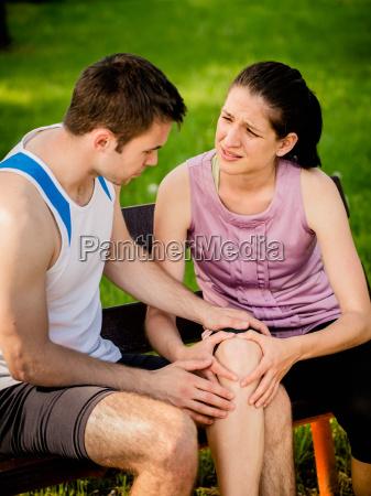 sport ginocchio infortunato