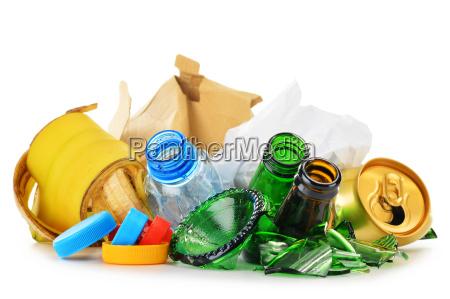 spazzatura riciclabile costituita da plastica metallo