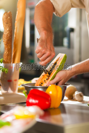 cucinando i cuochi in ristorante o