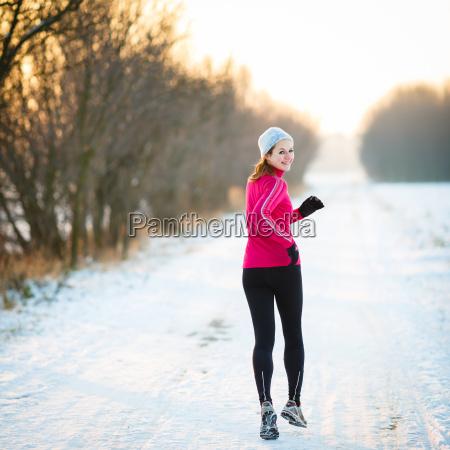donna inverno catarro raffreddore giovani neve