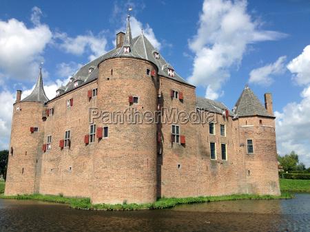ricchezza torri fortezza storia castello