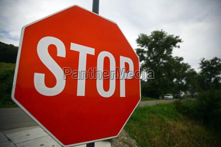 segno di stop rosso