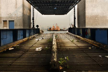 vecchio deserto molo dei traghetti