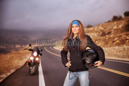 moda ragazza motociclista