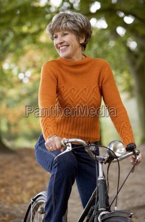 donna risata sorrisi salute singolo tempo