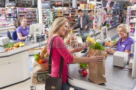 cassa cibo orizzontale negozio comperare carta