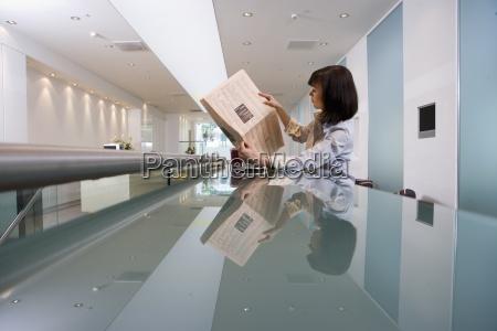 donna giornale tageblatt profilo persone popolare
