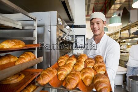 sorridente della holding del panettiere vassoio
