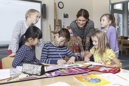 risata sorrisi insegnante professore maestro educazione