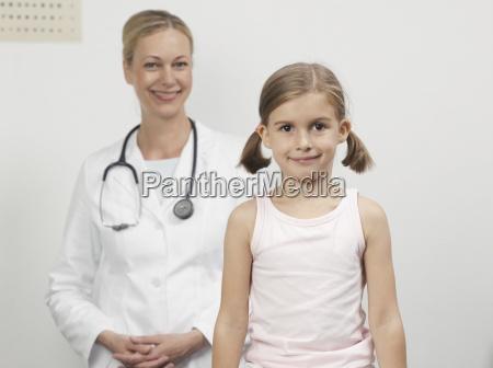 dottore medico donna risata sorrisi colore