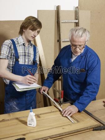 uomini uomo scrivere strumento attrezzo educazione