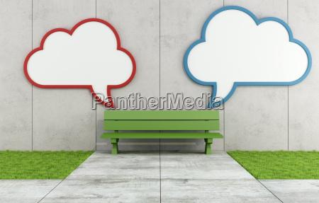 due nuvola cartellone bianco in una