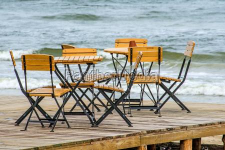 cafe sulla spiaggia del mar baltico