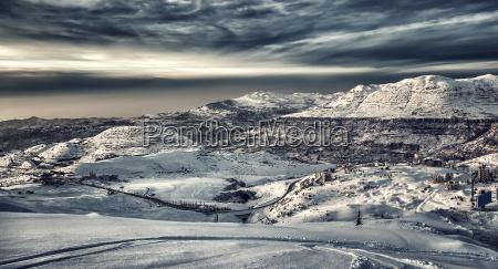 bella montagna invernale paesaggio